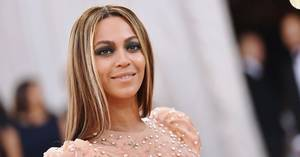 Beyonce Shows Off Growing Baby Bump at Art Gala With Jay Z, Blue